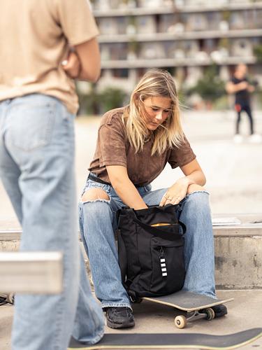 VÄRLDENS - travel tote bag, 16 l, black | IKEA Hong Kong and Macau - PE817588_S4