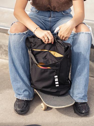 VÄRLDENS - travel tote bag, 16 l, black | IKEA Hong Kong and Macau - PE817590_S4