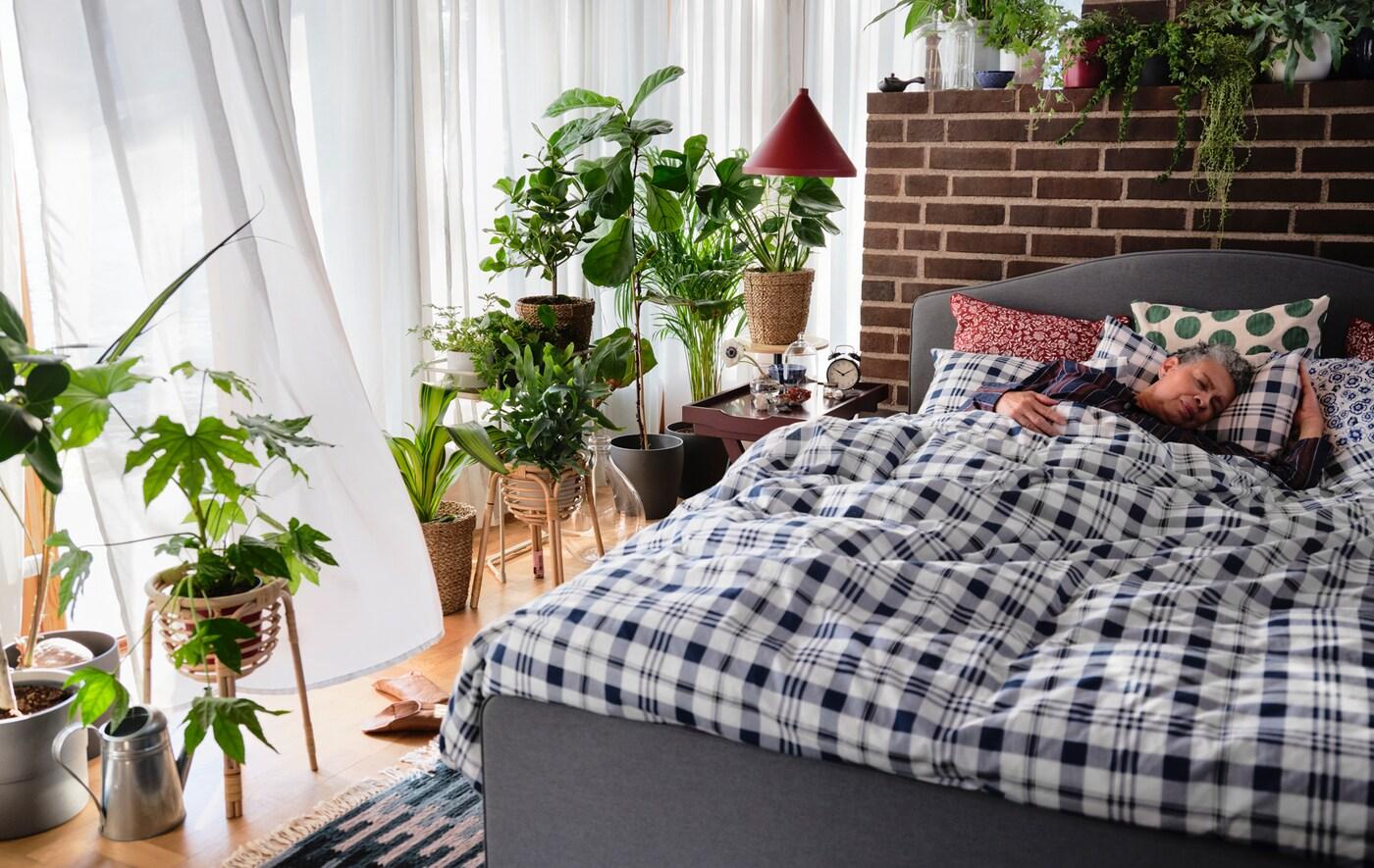 7. 不要用格紋床單被舖。  睡覺是養精蓄銳、養氣凝神的時候,床單被舖上的格紋就像網一樣,直接隔斷桃花。