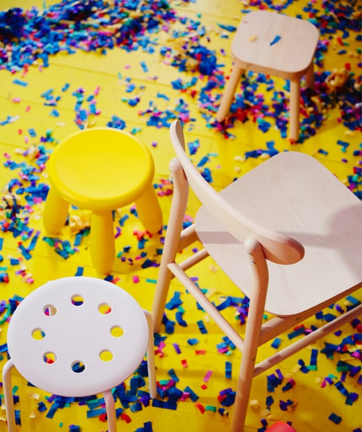 MAMMUT and MARIUS plastic chairs and RÖNNINGE chair in solid birch, standing on the floor during a party.