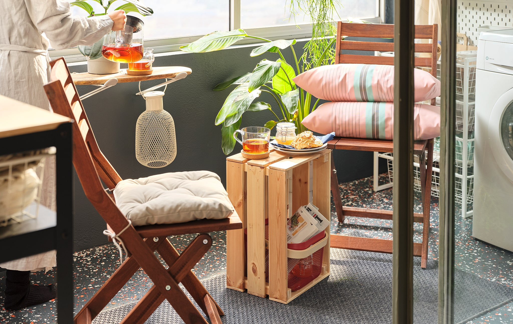 Combine storage, chores and comfort on your balcony - IKEA