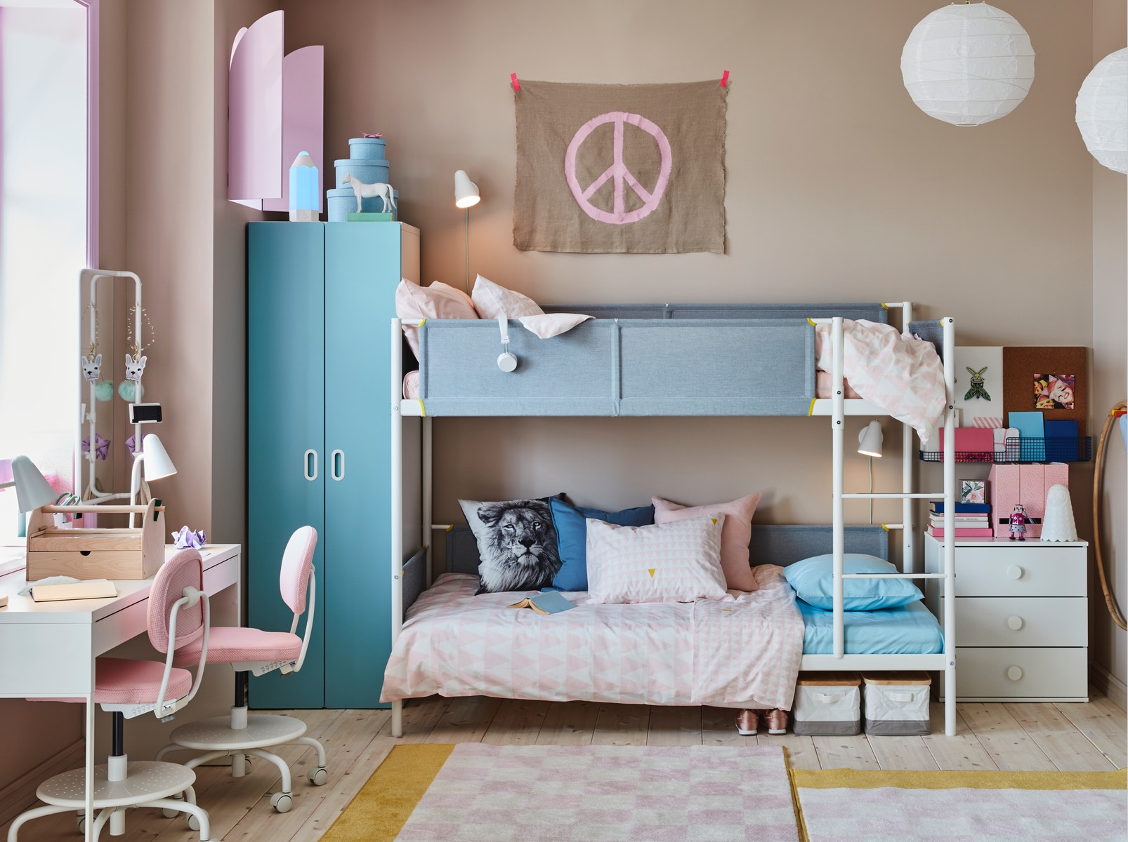 A children's room for two where their creativity can bloom