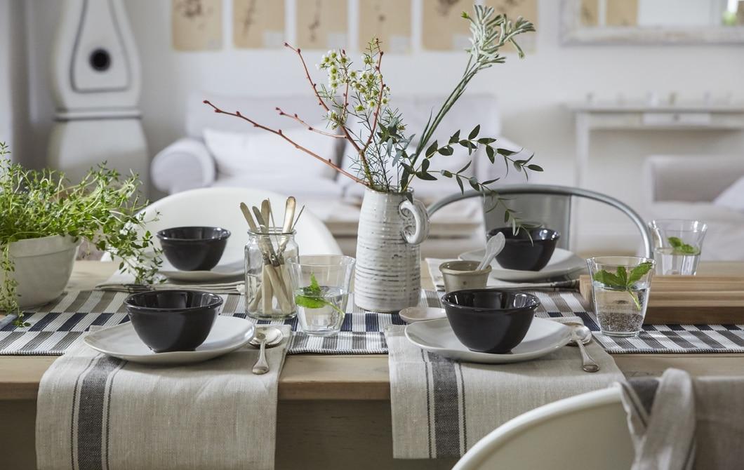 家居巡禮:簡單悅目的餐檯布置